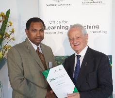 Hon Philip Ruddock presenting Subba Reddy Yarram with award