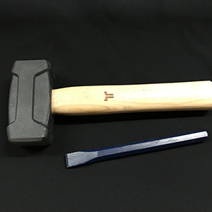 Replica fine chisel and heavy stone mallet for engraving a stone tablet