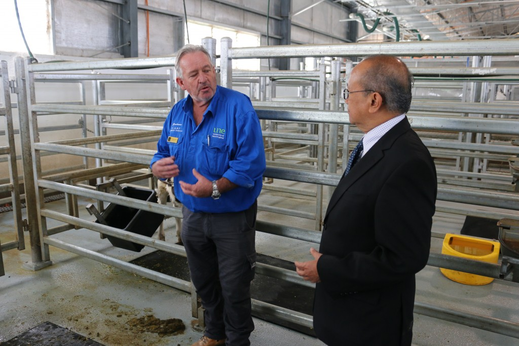 Graham Chaffey, manager of the UNE Animal House, demonstrating the functions of the new Centre for Animal Research and Teaching