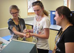 Students measuring bloodflow