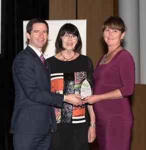 Minister Simon Birmingham presents OLT award to Dr Robyn Muldoon and Mrs Alicia Zikan