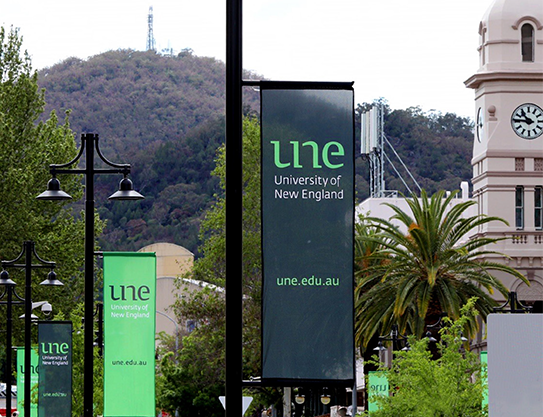 The main street of Tamworth showing UNE banners